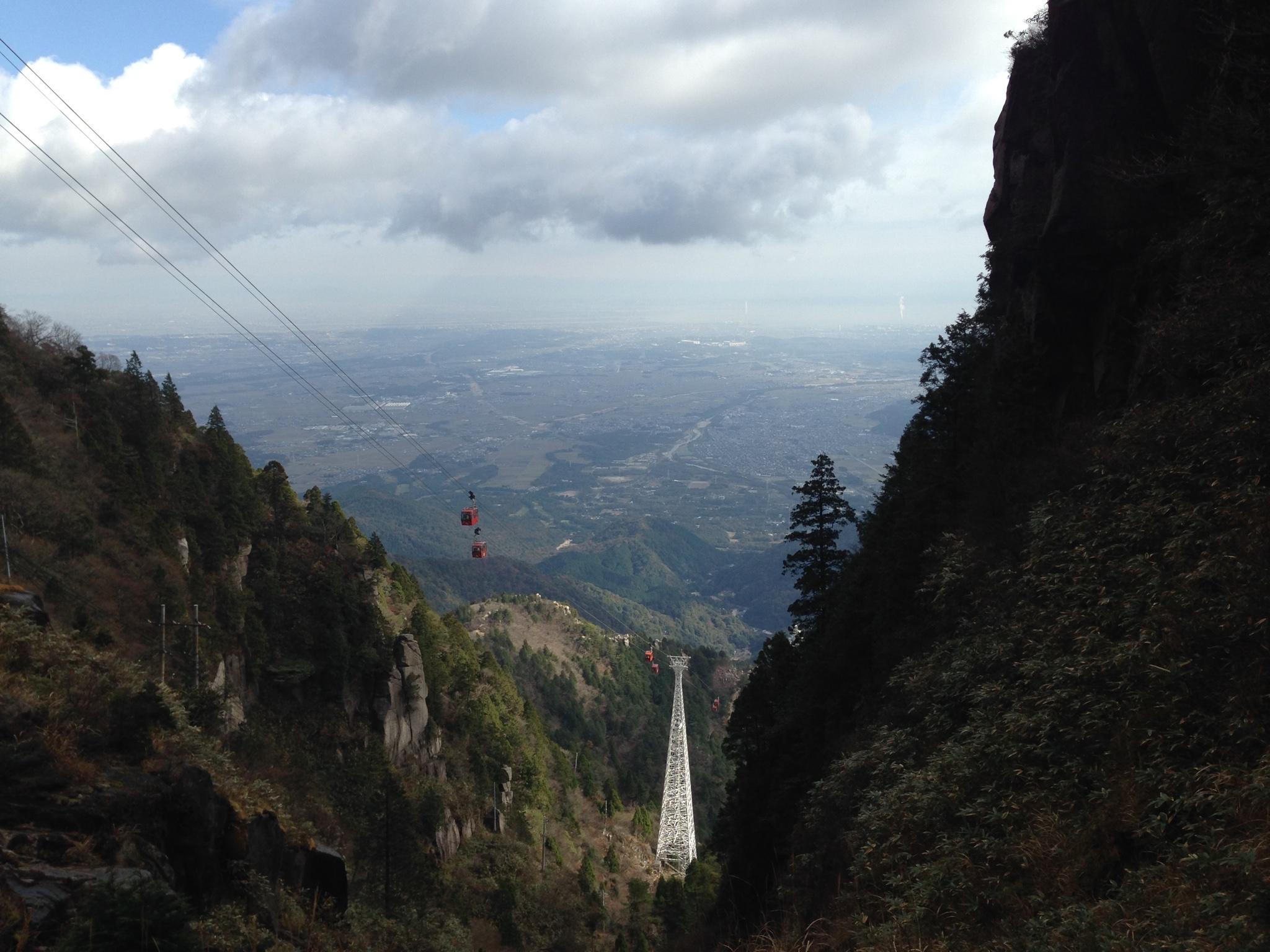 御在所岳の登山道から見たロープウェイ