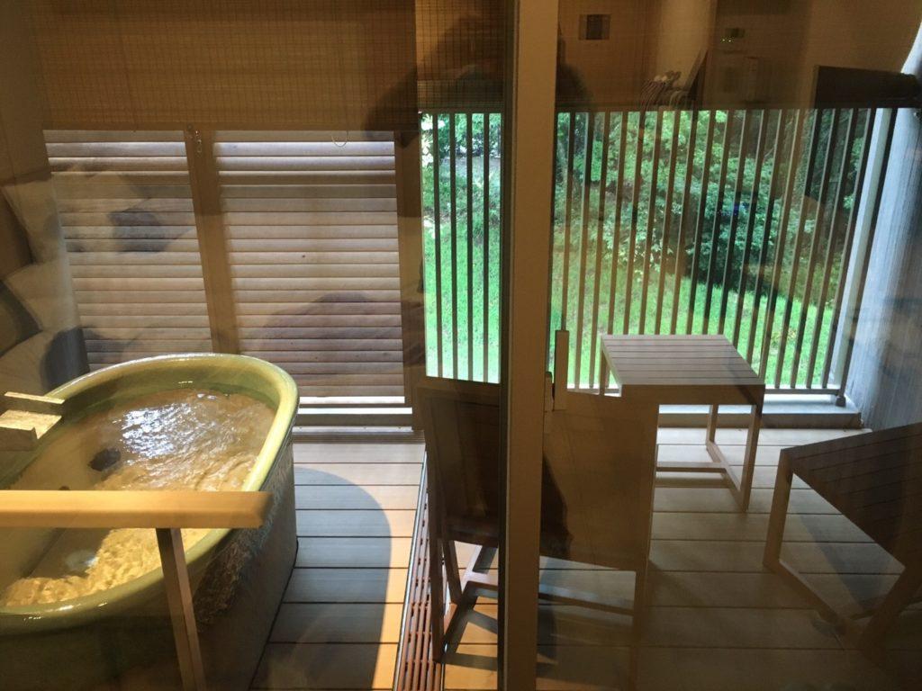 はなをりの客室の露天風呂(沸かし湯)