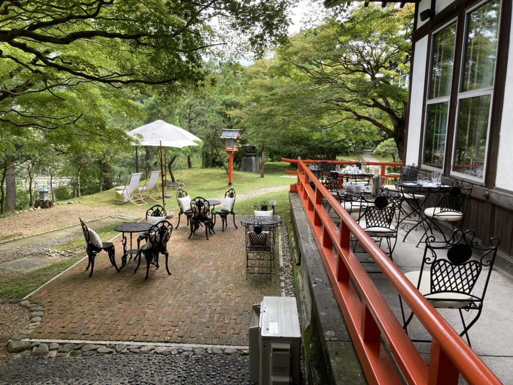 奈良ホテルのテラス席