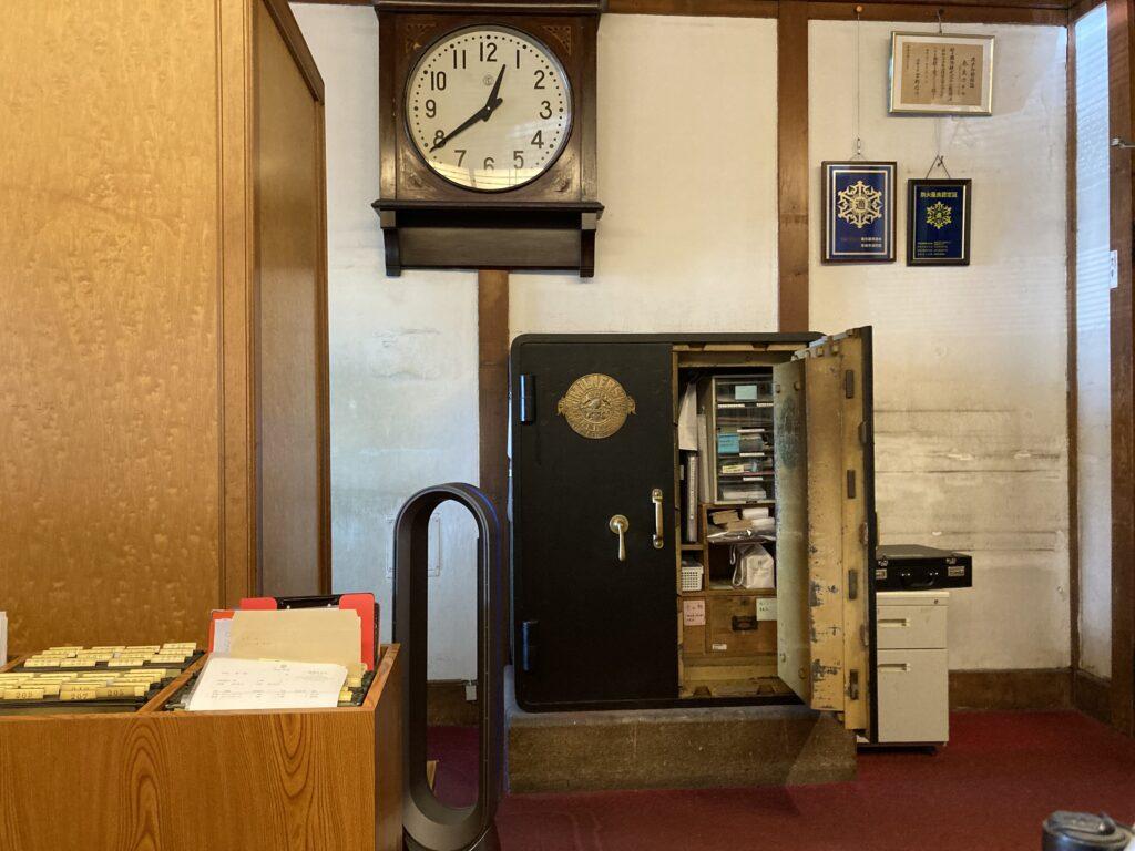 奈良ホテルが創業以来使い続けている「MILNERS社」の金庫