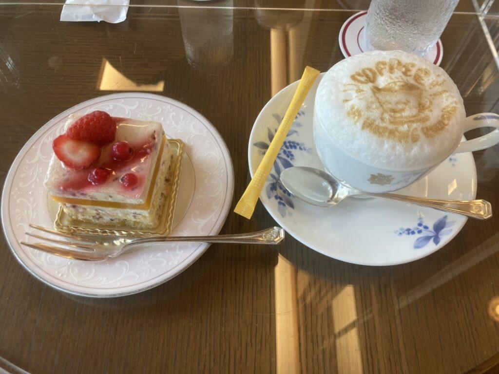 奈良ホテルのケーキとアートラテ