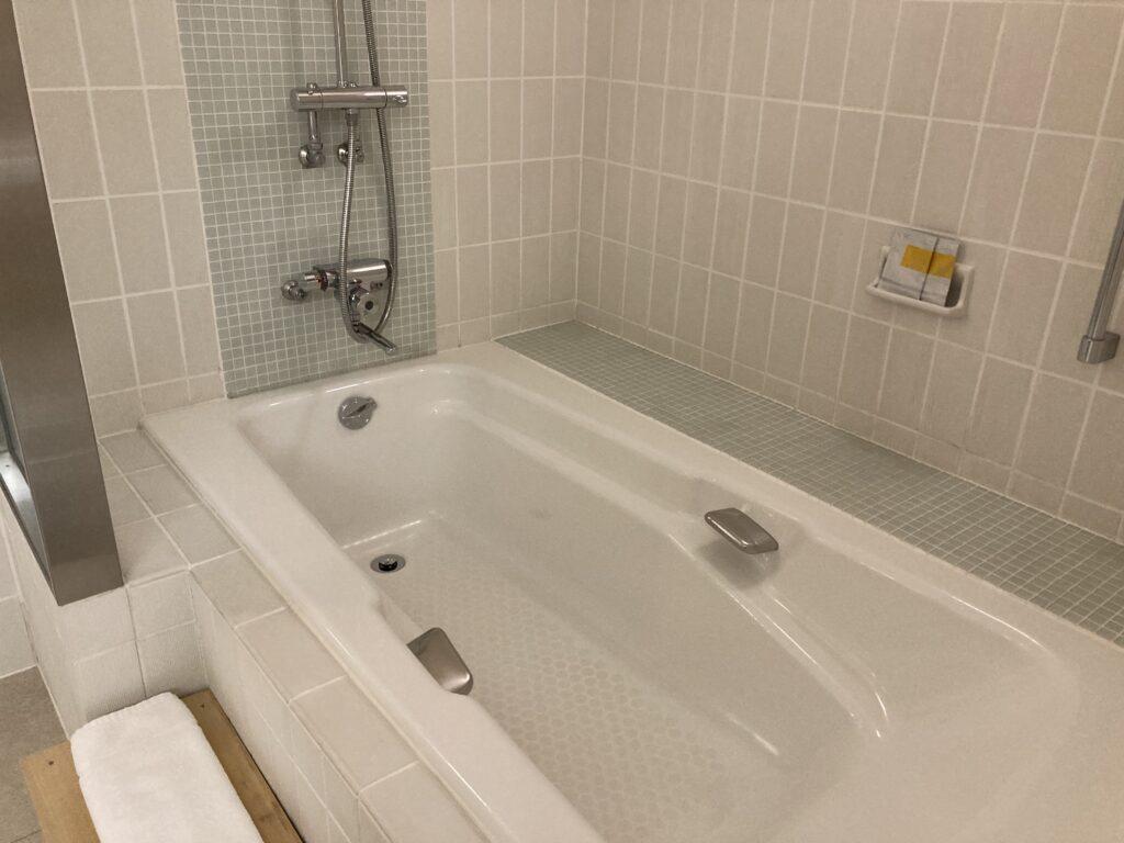 瀬戸内リトリート青凪のガーデンスイートの浴槽