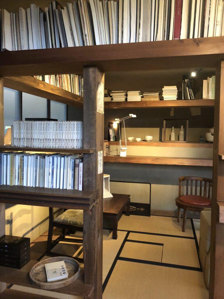 石亭のライブラリーの蔵書